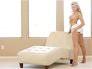 observe her unwrap and make herself jizm