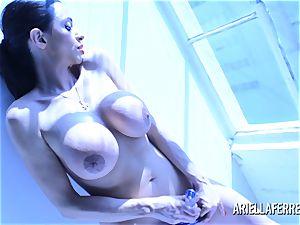 Ariella Ferrera Glass fake penis Blue Light