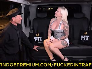 porked IN TRAFFIC - sultry blondes car triangle fucking