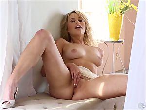 nice towheaded Mia Malkova worships her fragile honeypot