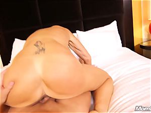 big-titted Russian GILF drizzles all over lollipop