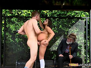 hilarious situation of vulva slammed daughter-in-law and her grandfather sees at bus stop - Abella Danger and Bill Bailey