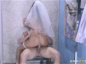 Bride Juelz Ventura getting her hot backside penetrated