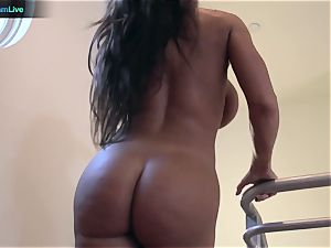 sizzling mummy Lisa Ann throating a pink cigar and banging