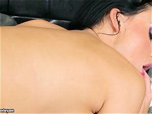 huge-titted spectacular Aletta Ocean satiates herself with an outstanding fingerfuck