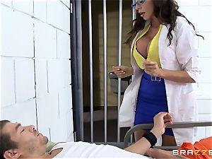 sexy jail doctor Ariella Ferrera jacks off her patient