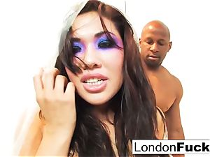 roughness in Plastic with London and Prince