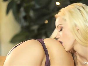Jenna Sativa and Elsa Jean insane coochie lovinТ lesbos