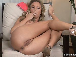 buxom blonde Samantha Saint frigs her cooch