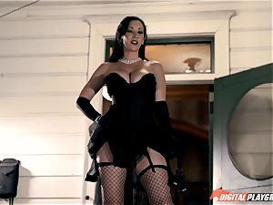 Mean dominatrix Jayden Jaymes pulverizes in fishnet