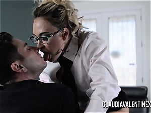Claudia Valentine boinked and creampied by her therapist
