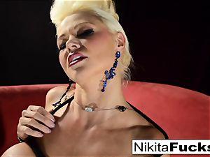 Russian cougar Nikita does restrain bondage solo with a electro-hitachi