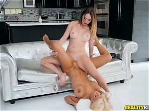 Bridgette B and Quinn Wilde tonguing vag