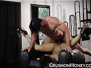 CrushGirls - puny stunner Gold blinded and pulverized