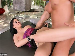 Marilyn Scott gets nailed so good in her taut vulva until she jizzes