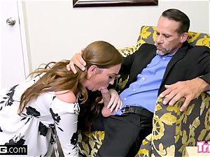 Maddy romps the therapist while her husband waits